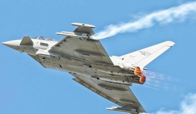 """W podniebnych popisach będzie można w tym roku zobaczyć między innymi Eurofighter Typhoon włoskich sił powietrznych. """"Tajfun"""" to maszyna produkowana przez holding trzech europejskich firm."""