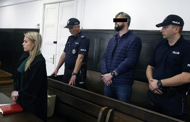 Napadał w Łodzi na kobiety i zrywał im złote kolczyki. Sąd skazał go na pięć lat więzienia