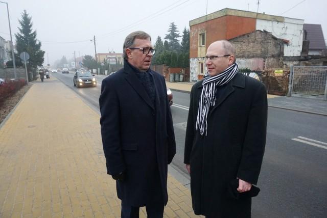 Jan Grabkowski, starosta poznański i Marek Borowczak, dyrektor Zarządu Dróg Powiatowych w listopadzie oddali do użytku ul. Grunwaldzką w Plewiskach. Jej przebudowa kosztowała 12 mln zł