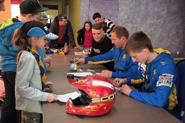 Kibice mieli okazję zdobyć autografy Piotra Palucha i Adriana Cyfera.