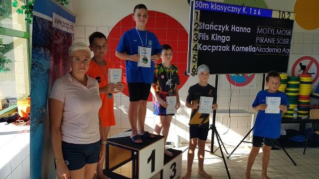 Pływacy UKSDelfin Tarnobrzeg zanotowali udane starty podczas zawodów w Nowej Dębie