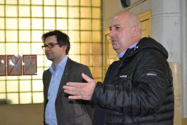 Prezes Roman Mierzwa (od prawej) zwołał specjalne spotkanie załogi Bioetanolu: Mamy zakaz produkcji, komornik zajął cały nasz majątek i konto firmowe