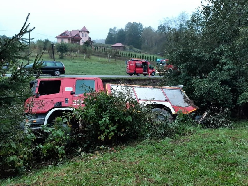 Na DK 19 wóz strażacki JRG Strzyżów wpadł do rowu.