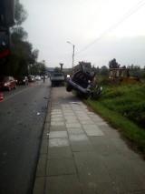 Osieczany. Jedna osoba trafiła do szpitala po wypadku na drodze powiatowej