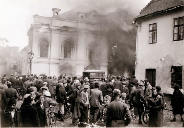 Spalenie Starej Synagogi przy pl. Rybnym