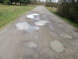 Mieszkańcy Pogwizdowa domagają się remontu uciążliwej drogi [ZDJĘCIA CZYTELNIKA]