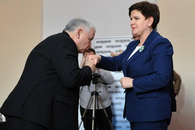 Rządząca partia traci pięć punktów procentowych, ale nadal jest najsilniejsza. Do Sejmu dostałyby się PiS, PO, Nowoczesna i Kukiz'15.