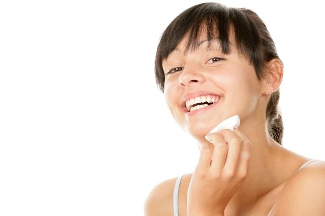 Płyn micelarny to wygodny kosmetyk przeznaczony do oczyszczania cery bez użycia wody