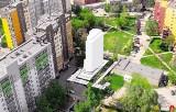 Wieżowiec na kurzej stópce w Sosnowcu. Apartamentowiec na 9 pięter i 22 mieszkania na mini działce o powierzchni 500 metrów