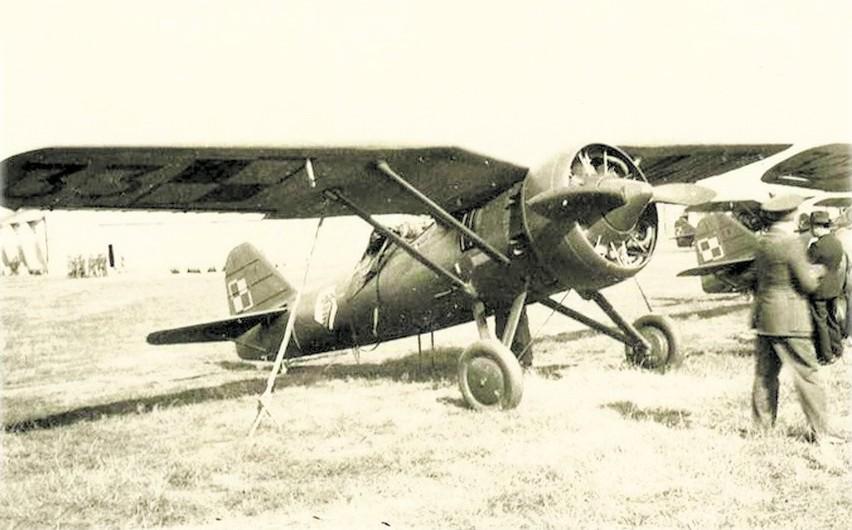1933 r.  Metalowy myśliwiec polskiej konstrukcji PZL P -7 z...