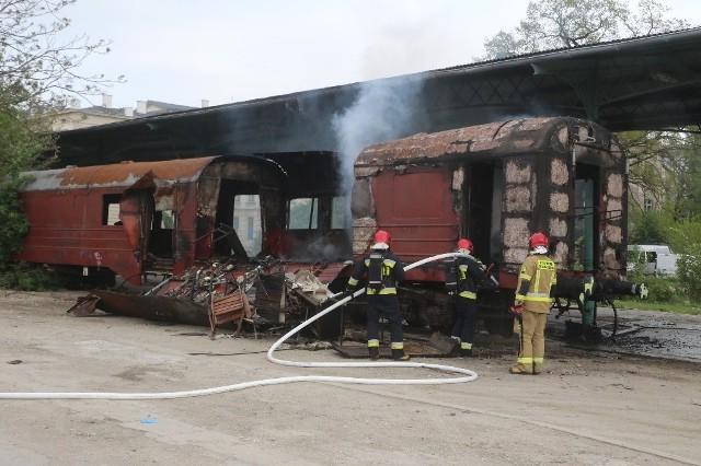 Pożar wagonu na Dworcu Świebodzkim we Wrocławiu.