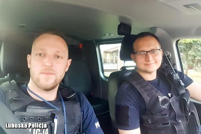Podczas patrolu interweniowali: st. sierżant Łukasz Celiński i posterunkowy Michał Białogłowy z Komendy Powiatowej Policji w Świebodzinie