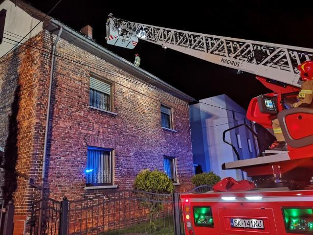 Pożar domu w Rybniku. Rodzina straciła dach nad głową.Zobacz kolejne zdjęcia. Przesuwaj zdjęcia w prawo - naciśnij strzałkę lub przycisk NASTĘPNE