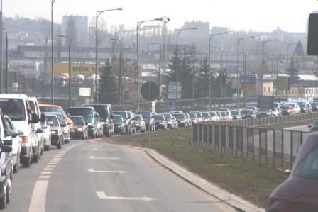 Korki na drogach dojazdowych do targów były w niedzielę rekordowe
