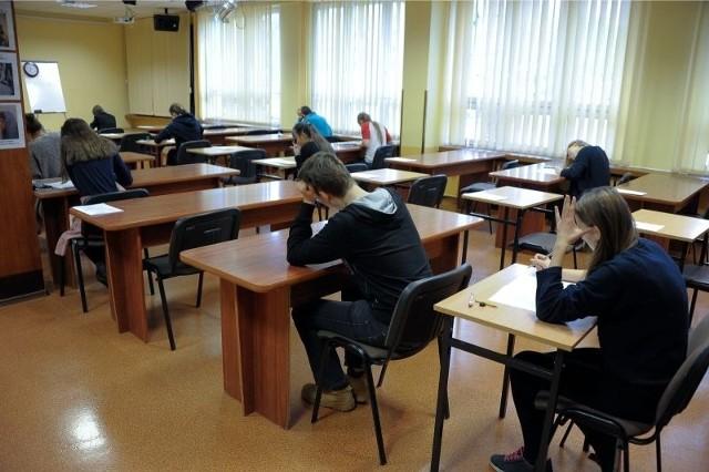 Matura próbna OPERON jest organizowana w Białymstoku od wielu lat. Modele odpowiedzi oraz kartoteki są udostępniane dzień po egzaminie