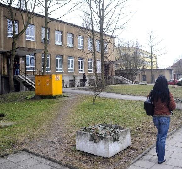 Nie ma pomysłu na zagospodarowanie budynku po szpitalu przy ul. Janosika.