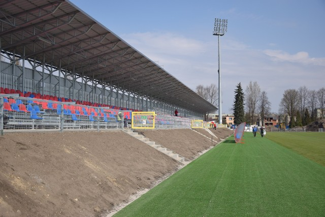 Stadion Rakowa Częstochowa to wielki plac budowy, ale Komisja Licencyjna zgodziła się na piątkowy meczZobacz kolejne zdjęcia. Przesuwaj zdjęcia w prawo - naciśnij strzałkę lub przycisk NASTĘPNE
