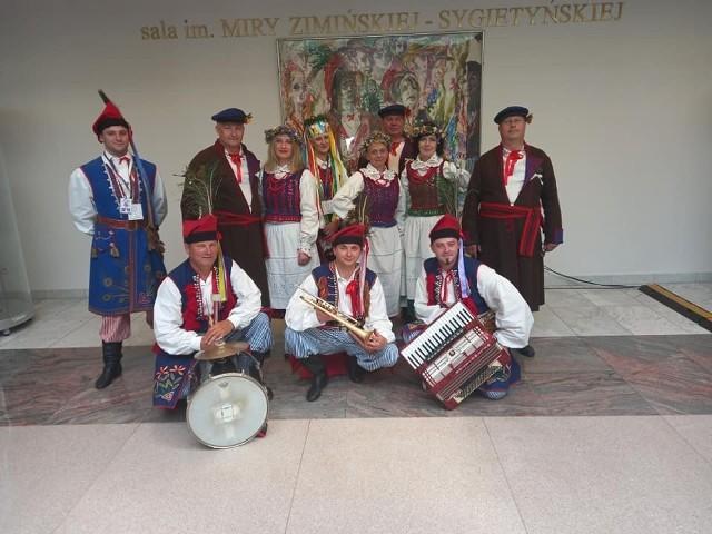 Reprezentacja Koła Gospodyń Wiejskich Występy, która wywalczyła sukces w krajowym finale konkursu.