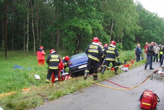 Wypadek pod GoleniowemFiat zderzyl sie z autobusem. Cztery osoby ranne.