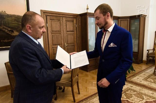Filip Uniłowski, nowy Rzecznik Praw Ucznia (z prawej) z Mariuszem Banachem, zastępcą prezydenta Lublina