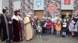 Orszak Trzech Króli w Grójcu. W tym roku monarchowie odwiedzali urzędy, firmy oraz instytucje. Zobacz wideo i zdjęcia