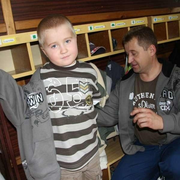 Ryszard Kulik, ojciec 6-letniego Patryka: - Dobrze, że wreszcie przedszkola pracują dłużej. Rodzice nie muszą gonić z pracy na złamanie karku by odebrać swoje pociechy.