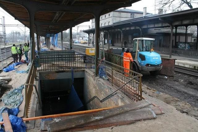 Obecnie trwa remont peronu drugiego. Nieczynne jest także przejście podziemne.