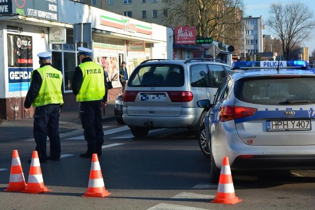 Ostrołęka. Wypadek na ulicy Piłsudskiego. Osobówka potrąciła nastolatka, 16.01.2020