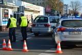 Ostrołęka. Wypadek na ulicy Piłsudskiego. Osobówka potrąciła mężczyznę, 16.01.2020 [ZDJĘCIA]
