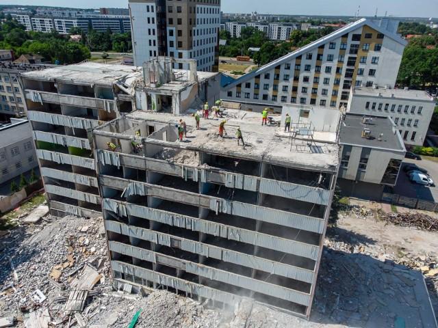 Rozebrana została już połowa dawnej siedziby Miastoprojektu. Inwestycje w tym miejscu prowadzi Zbigniew Grycan.