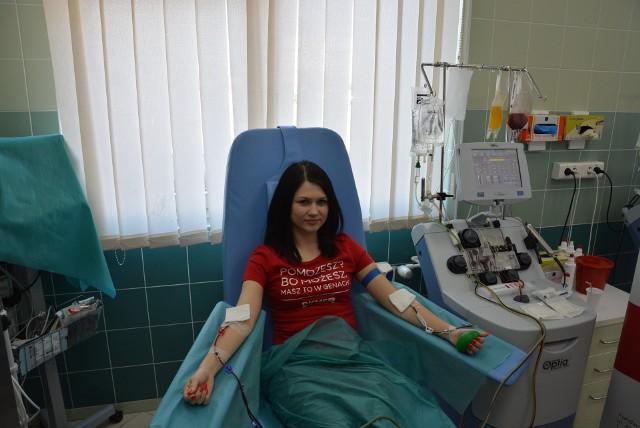 22-letnia Estera z Gryfina jest 5000 dawcą szpiku z bazy Fundacji DKMS. Pobranie odbyło się w warszawskim Instytucie Hematologii i Transfuzjologii.