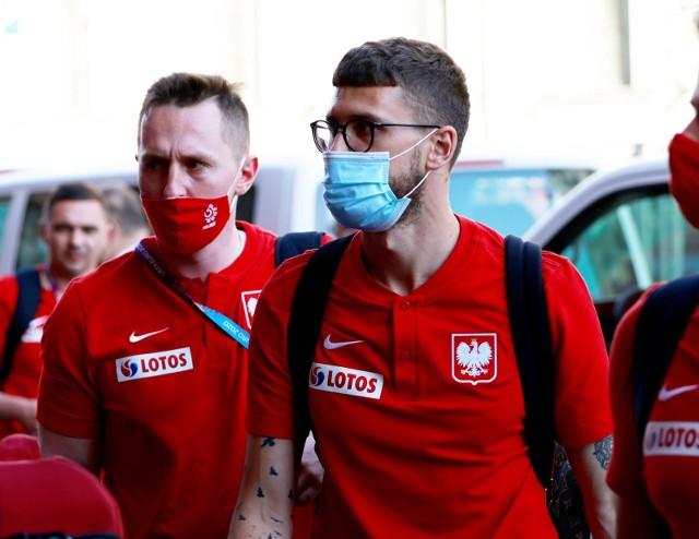 """Biało-Czerwoni przylecieli dziś do St. Petersburga i zamieszkali w hotelu Astoria. Mateusz Klich twierdzi: """"Staram się to robić to samo w kadrze, co w klubie""""."""