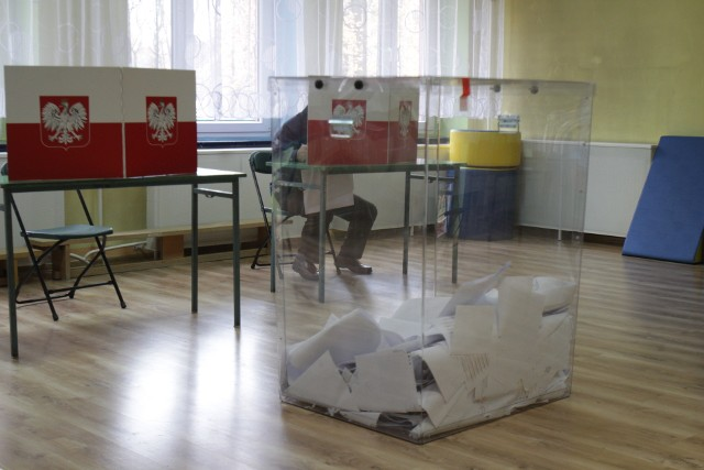Zgodnie z danymi Państwowej Komisji Wyborczej, o godz. 12. frekwencja głosujących mieszkańców w całym woj. śląskim wyniosła 14,32%