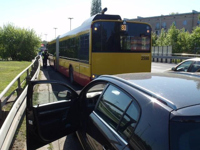 Wypadek autobusu MPK Łódź na Bandurskiego przy Atlas Arenie. Autobus MPK zderzył się z samochodem