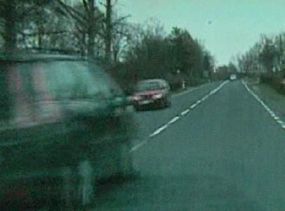 Za złamanie przepiosów i niebezpieczny manewr kierowca dostał mandat 500 zł i 6 punktów karnych.