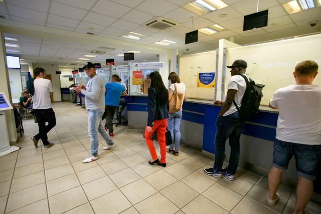 Administracja publiczna nie radzi sobie z obsługą lawinowo rosnącej liczby cudzoziemców przyjeżdżających do Polski – wynika z najnowszego raportu Najwyższej Izby Kontroli.