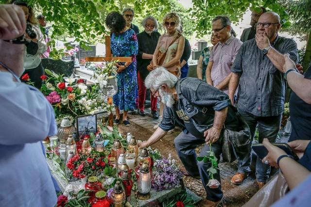 Przyjaciele i znajomi pożegnali w sobotę 27.06.2020 r. Macieja Kosycarza