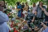 Pożegnanie Macieja Kosycarza. Przyjaciele i znajomi spotkali się w sobotę na cmentarzu w Oliwie, by oddać hołd zmarłemu w marcu fotografowi