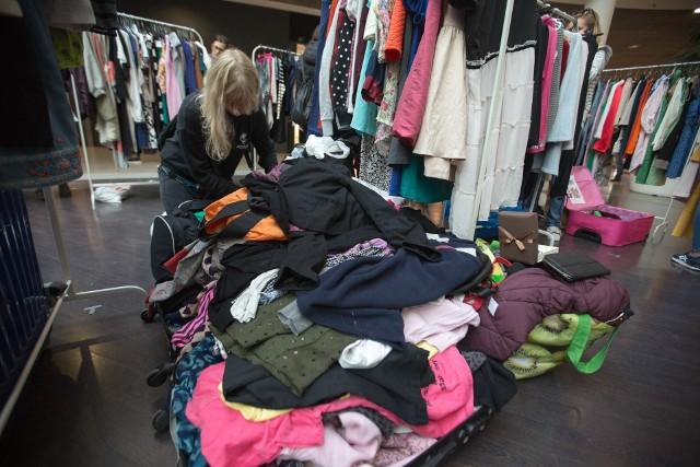 Liczba sklepów odzieżowych spada od lat. Dodatkowo ich kondycja nie jest najlepsza.