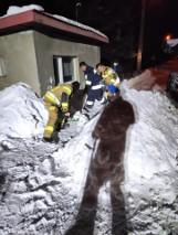Droga do szkoły była zawalona śniegiem. Z pomocą przyszli nie drogowcy, ale... strażacy