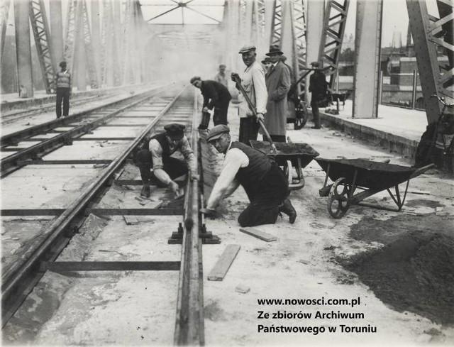 """W """"Kronice"""" znajduje się m.in. artykuł inżyniera Wojciechowskiego o tym, dlaczego po toruńskim moście powinny kursować tramwaje"""
