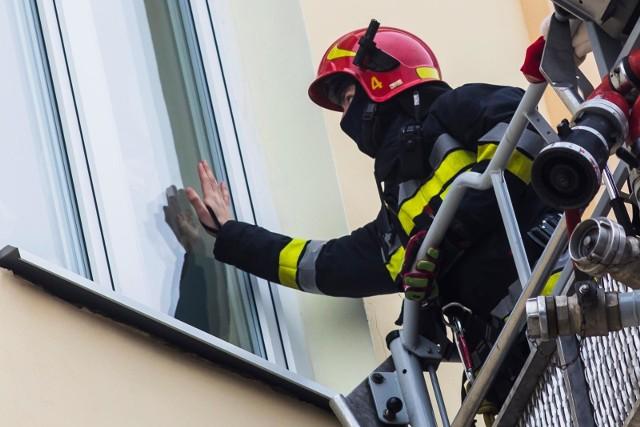 Tylko tam, gdzie nie ma sieci gazowej, można mieć w mieszkaniach dwie butle z gazem płynnym do 11 kg - przypominają strażacy.