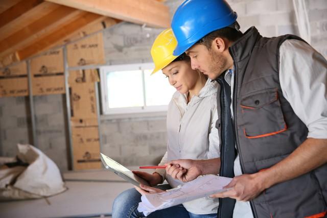 Kierownik budowy jest niezbędny na każdej budowie domu jednorodzinnego.