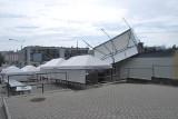Oberwanie chmury nad Lublinem. Połamane parasole i złamane drzewo na Starym Mieście [WIDEO, ZDJĘCIA]