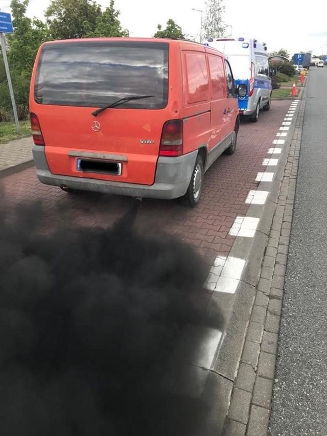 """Wielkopolscy policjanci regularnie przeprowadzają akcje przeciwko """"kopciuchom"""" na drogach"""