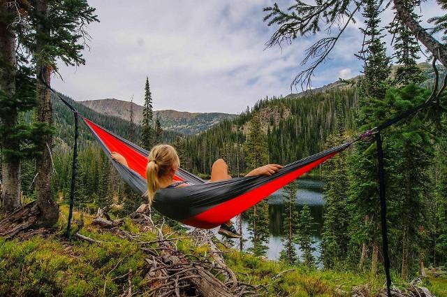 Jeżeli twoją formą wypoczynku jest odpowiednie łóżko, siedzisko czy kanapa, to świetnie się składa. Bo prezentowane meble wypoczynkowe sprawią, że nie będziesz chciał z nich wstać!