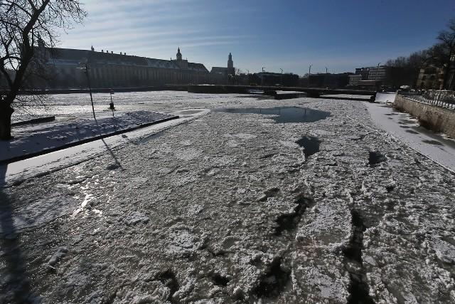 Śryż i lodowe zatory najlepiej widać w centrum miasta na kanałach Odry