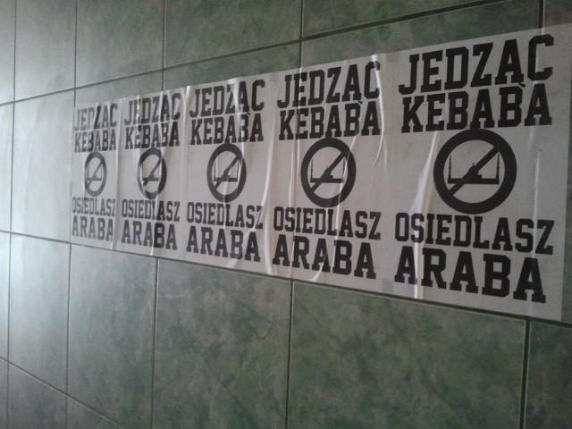 """Plakaty """"Jedząc kebaba, osiedlasz Araba"""""""