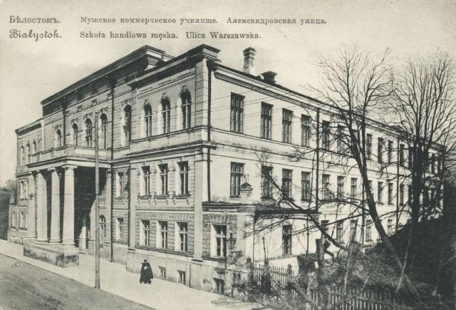 Popularna pocztówka z około 1910 roku. Uwagę zwraca nadruk - Szkoła Handlowa Męska.