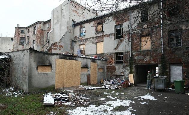 Kamienica przy Składowej 34 jest przeznaczona do rozbiórki pod budowę Nowego Centrum Łodzi, ale wciąż jeszcze zajmowana przez ostatnich lokatorów.
